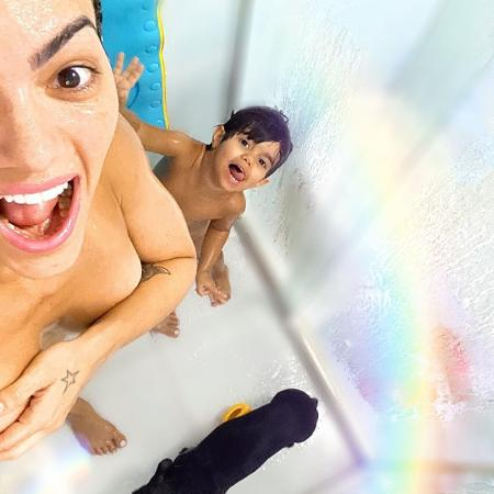 Kelly Key foi criticada por postar foto tomando banho com o filho - Reprodução/Instagram