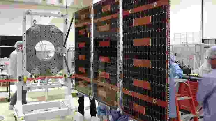 Painéis solares desenvolvidos para o Amazônia-1 - Divulgação/INPE - Divulgação/INPE