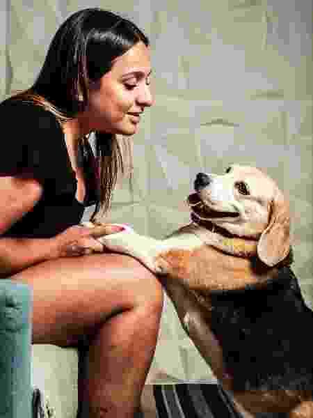 Na quarentena, a cadelinha se acostumou com a proximidade - Fernando Moraes/UOL - Fernando Moraes/UOL