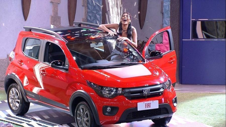 Pocah com seu Fiat Mobi Trekking  - Reprodução