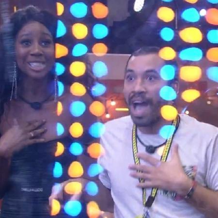 Camilla e Gil ficaram emocionados com show de Pabllo e Preta Gil - Reprodução/Globo