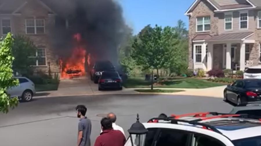 Chevrolet Bolt pega fogo em garagem - Reprodução