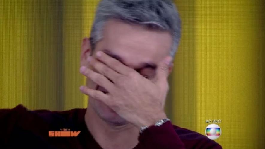 7.ago.2015 - Otaviano Costa se emociona com recado de filhas