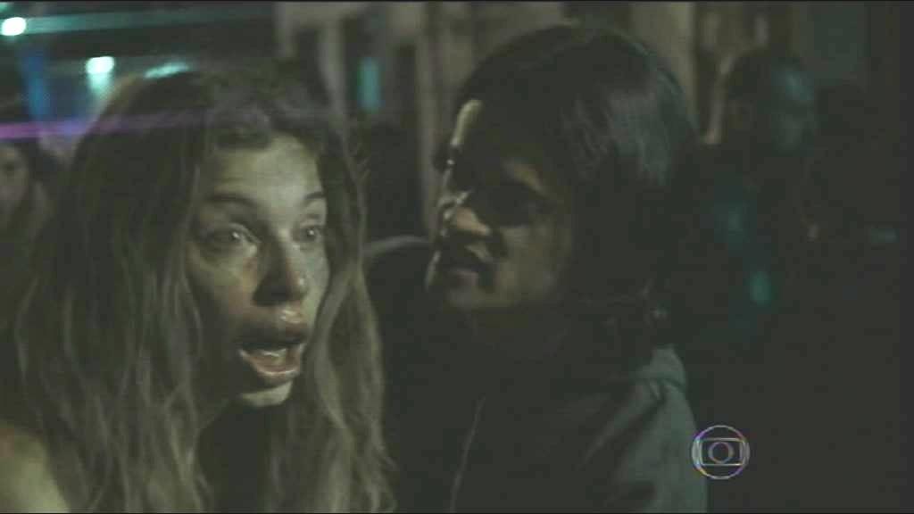 Grazi Massafera (Larissa) e Álamo Facó (Emanoel) em cena de