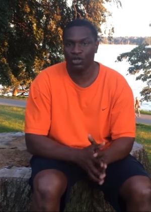 7.jul.2016 - Jacaré grava vídeo no Canadá - Reprodução /YouTube /Jacaré in Vancity