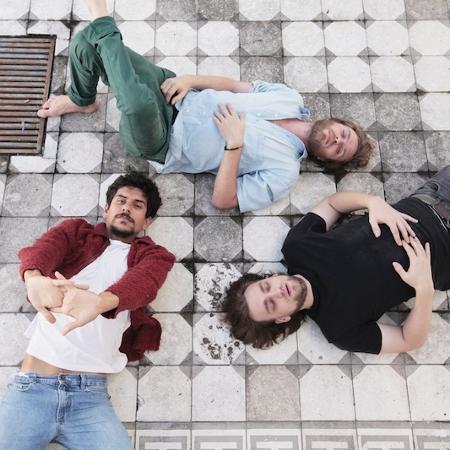 A banda Apanhador Só. Felipe (de calça verde) se diz arrependido - Divulgação/Biel Gomes