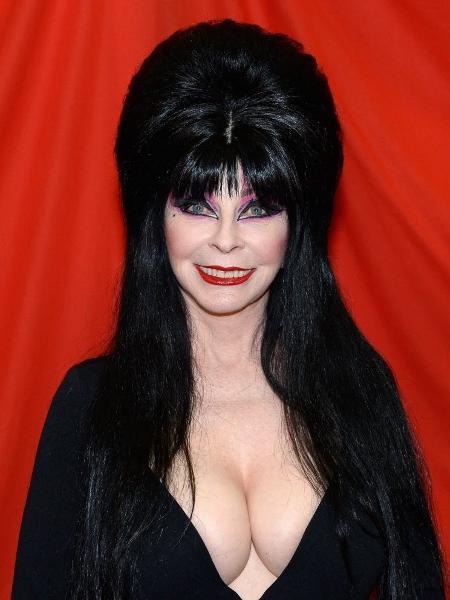 23.jul.2016 - A atriz Cassandra Peterson foi vestida à caráter em seu papel mais reconhecido: a bruxa Elvira - Getty Images