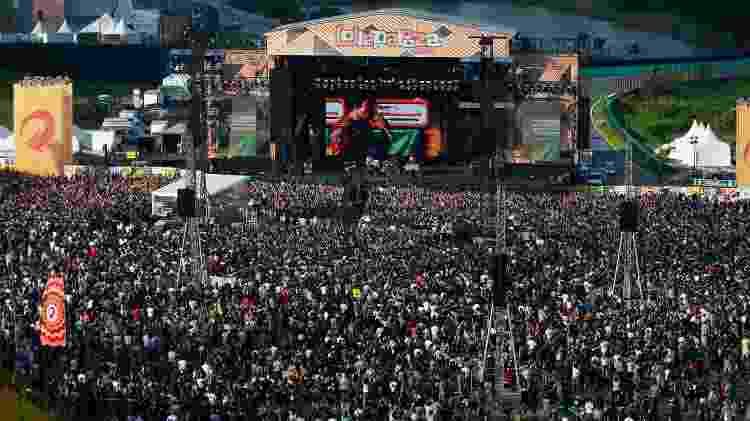 Público lotou o palco Skol para acompanhar o show do Cage The Elephant no primeiro dia de Lollapalooza no autódromo de Interlagos, em São Paulo - Alexandre Schneider/UOL - Alexandre Schneider/UOL