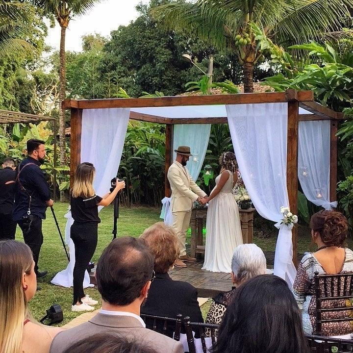 Maíra Charken e Renato Antunes celebram a união com cerimônia ao ar livre no Espaço Paradisus, em Vargem Grande, zona oeste do Rio