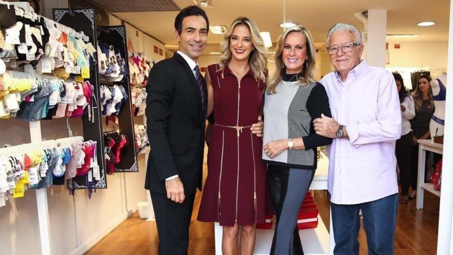 César Tralli, Ticiane Pinheiro e os pais da apresentadora, Helô Pinheiro e Fernando Pinheiro - Reprodução/Instagram