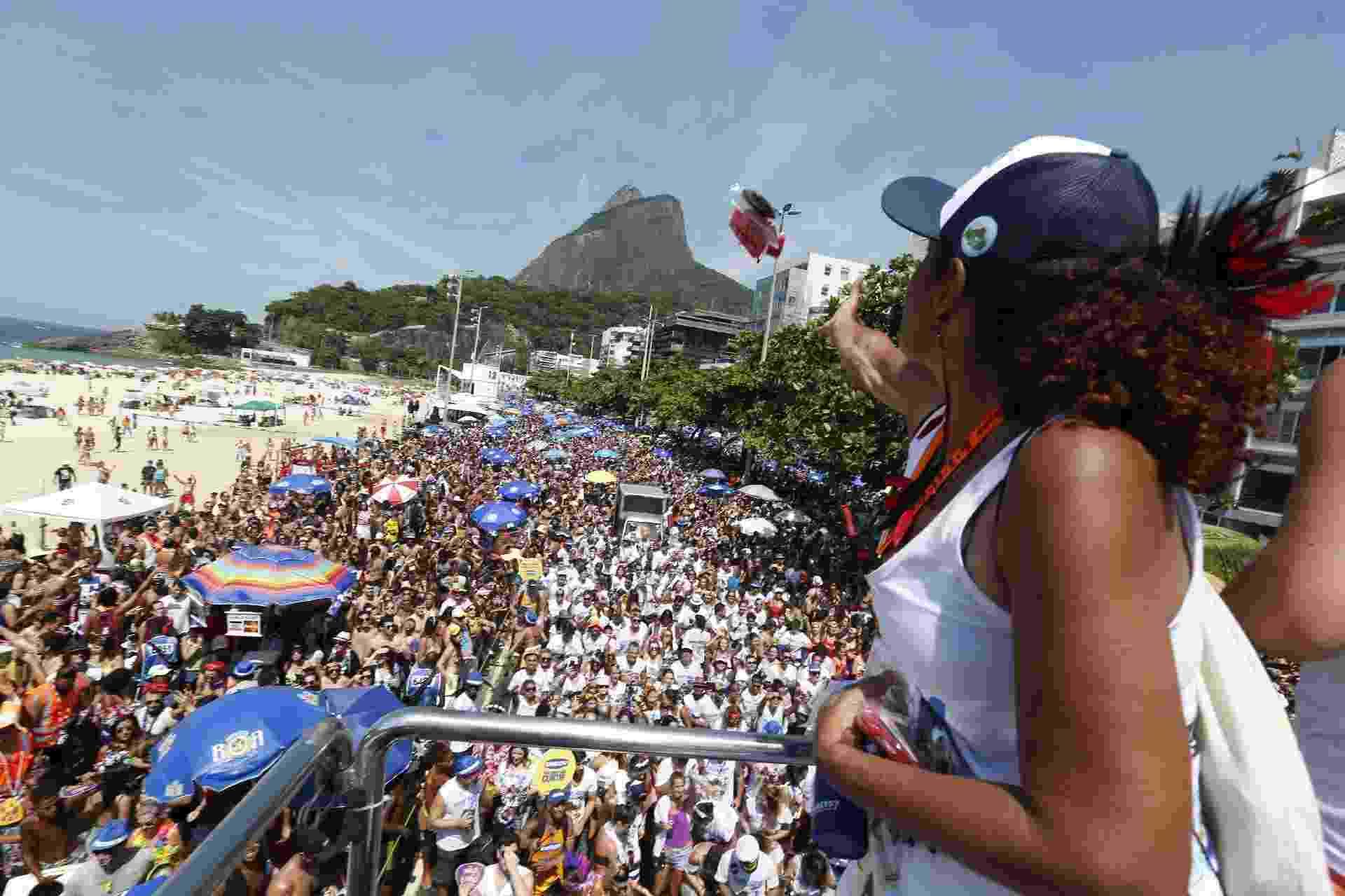 No calor do Rio, Bloco Areia arrasta multidão na orla do Leblon - Marcelo de Jesus/UOL