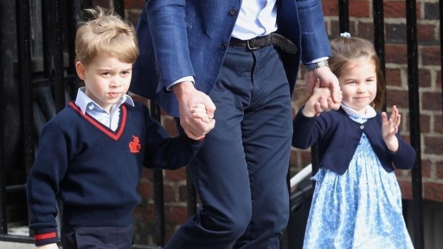 George e Charlotte conhecem o irmão Louis antes dele ser anunciado para o mundo - Getty Images