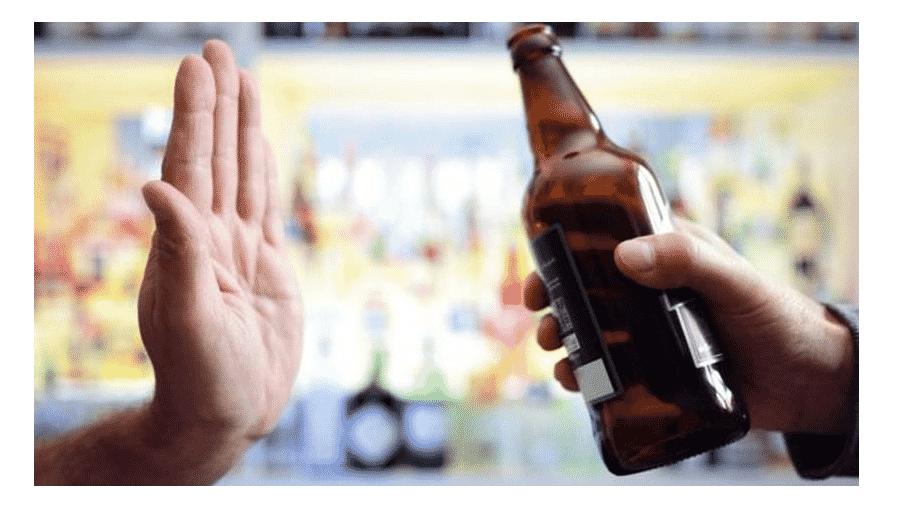 Estudo indica que tomar uma dose de bebida por dia também aumenta os riscos para a saúde - GETTY IMAGES