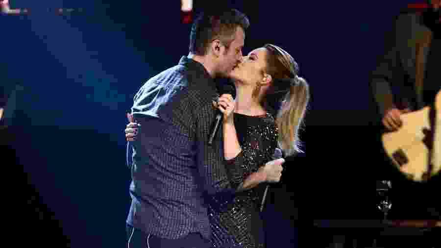 Sandy e Lucas Lima se beijam em show - Manuela Scarpa/Brazil News