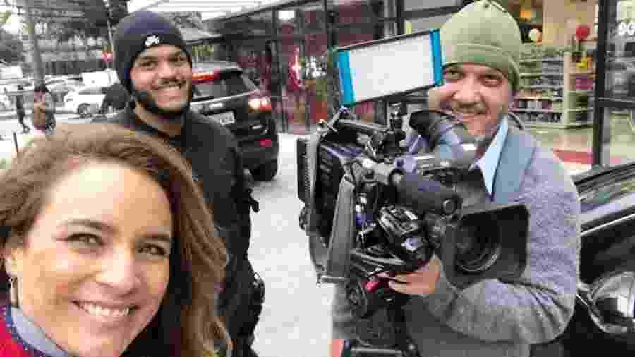 Trabalho em externa da repórter Veruska Donato, acompanhada de uma equipe completa da TV Globo - Instagram