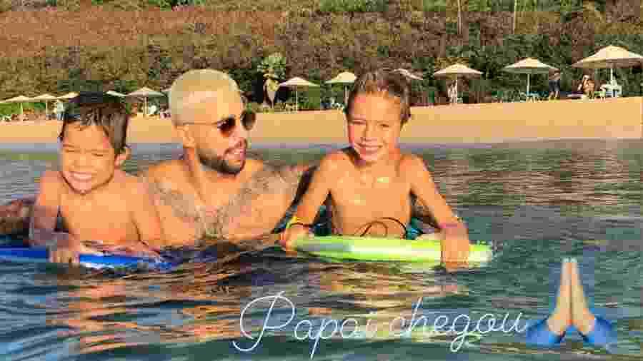 Pedro Scooby com os filhos Bem e Dom em foto postada por Luana Piovani - Reprodução/Instagram