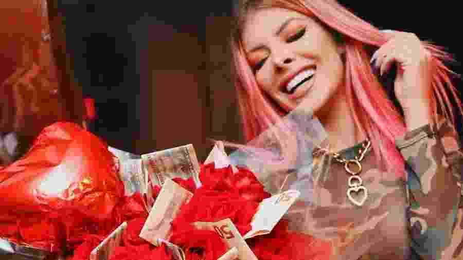 """A ex-BBB e cantora Jaquelline mostra o """"mimo"""" que ganhou - Reprodução/Instagram"""