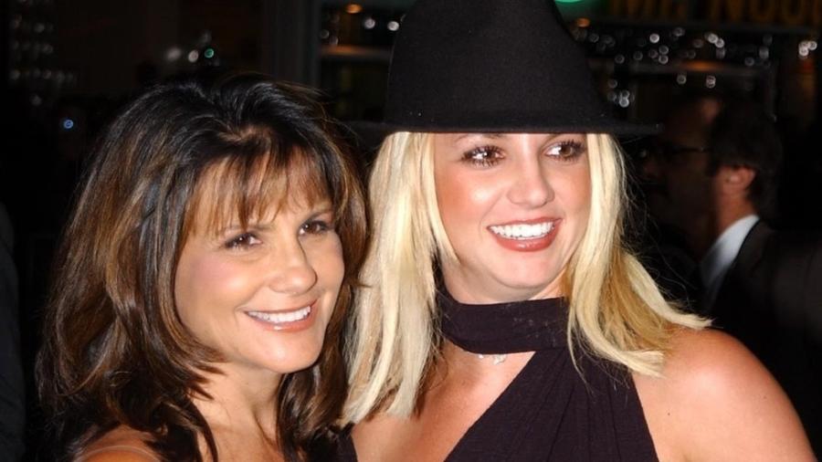 Britney Spears e sua mãe, Lynne, em 2002 - Getty Images