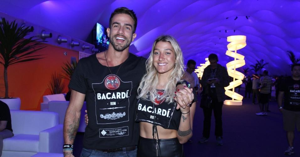 25.set.2015 - Gabriela Pugliesi aparece acompanhada do novo namorado, Erasmo Viana, para curtir o quinto dia de Rock in Rio