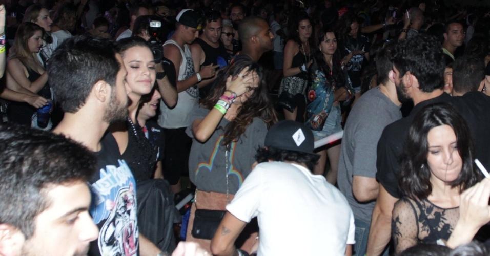 27.set.2015 - Bruna Marquezine e Thaila Ayala dançam ao som de Katy Perry no último dia de Rock in Rio