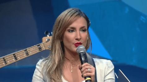 17.jan.2015 - Claudia Leitte durante entrevista ao