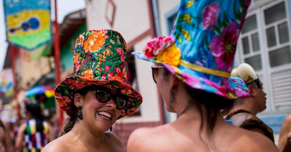 6.fev.2016 - Foliões se divertem nas ruas de São Luiz de Paraitinga durante o desfile do bloco Juca Teles; são esperados 150 mil foliões no carnaval deste ano