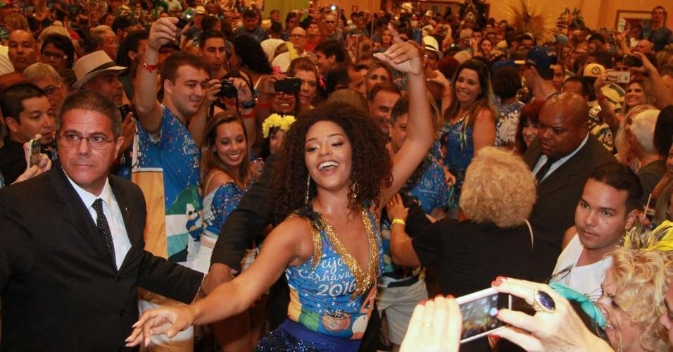6.jan.2015 - Rainha da bateria da Unidos da Tijuca Juliana Alves vai à feijoada da escola em hotel no Rio de Janeiro