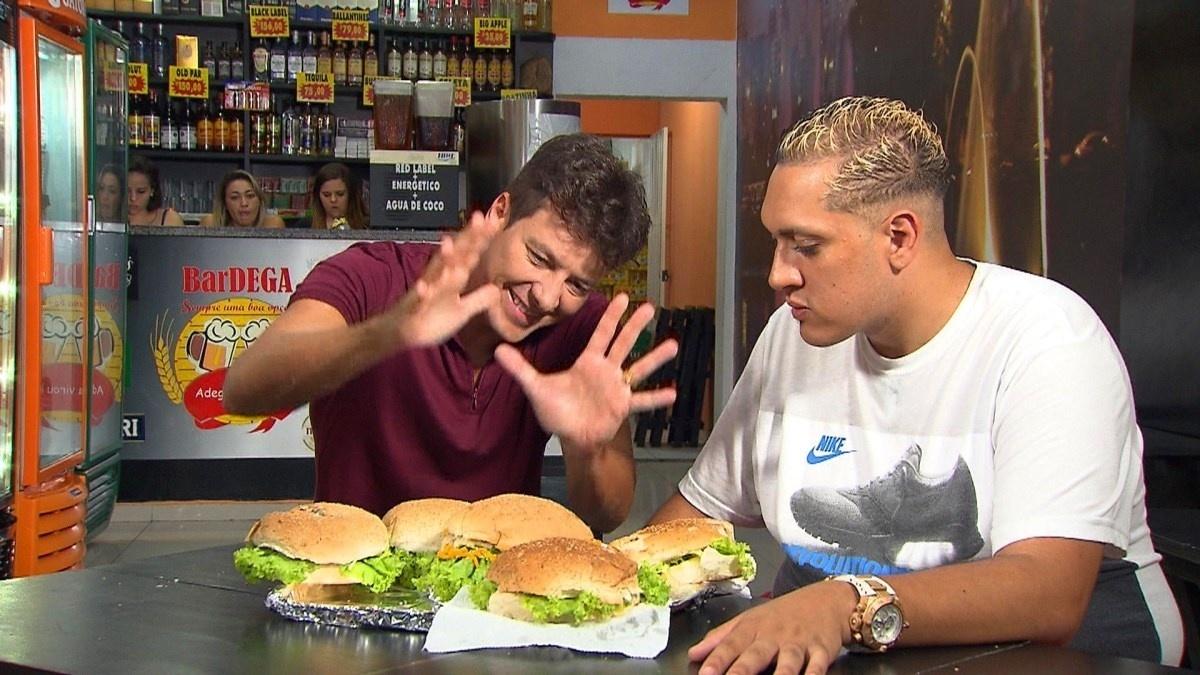 MC Bin Laden fala sobre sua dieta à base de hambúrgueres para Rodrigo Faro