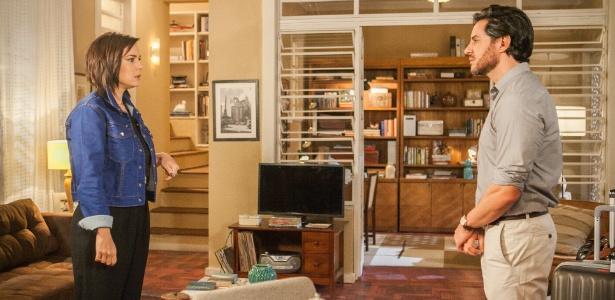 "A chegada de Beth (Regiane Alves) pega Augusto (Ricardo Tozzi) de surpresa em ""A Lei do Amor"" - Raquel Cunha/TV Globo"