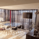 A cobertura duplex de Emilly fica em um condomínio localizado em frente ao Parque Olímpico e o aluguel é de R$ 5 mil fora a taxa condominal de R$ 1.810,00 e as 6 parcelas do IPTU de R$ 232,00 - Reprodução/JPImóveis