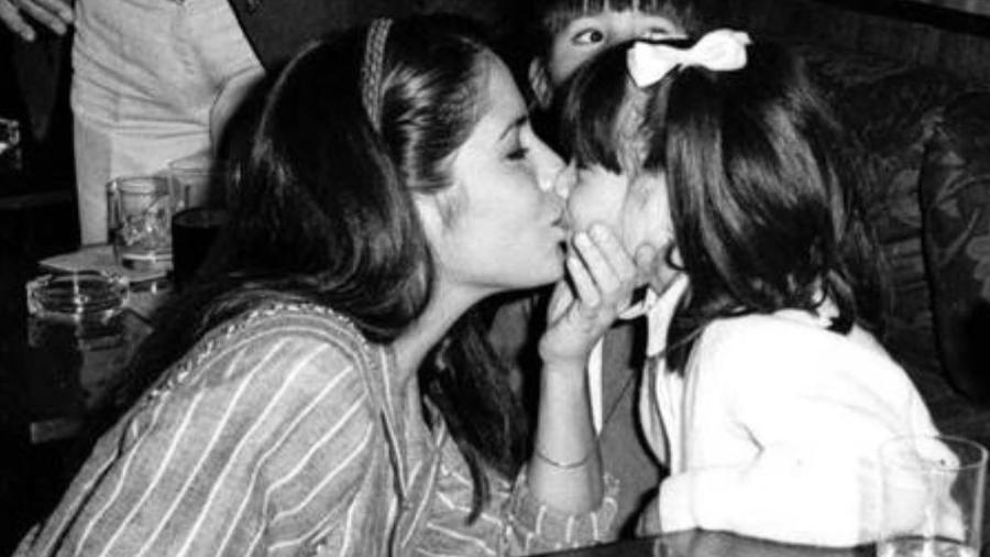 """Cleo Pires parabeniza Gloria Pires com foto da infância: """"Adoraria ser pra sempre seu bebê"""" - Reprodução/Instagram"""