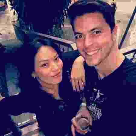 Geovanna Tominava com o noivo, o advogado Eduardo Duarte - Reprodução/Instagram/geovannatominaga - Reprodução/Instagram/geovannatominaga