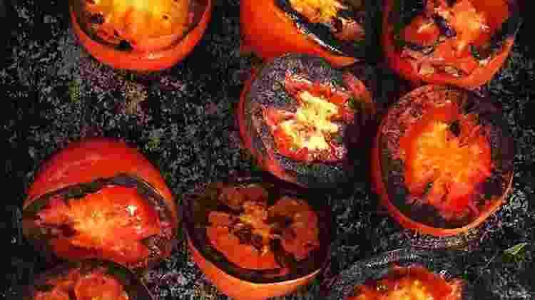 Tomate na churrasqueira - Paty Moraes Nobre - Paty Moraes Nobre