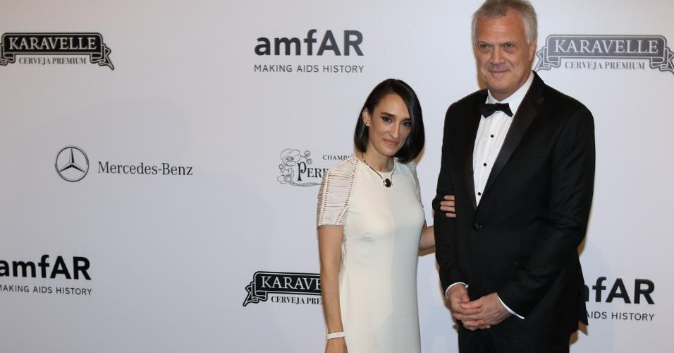 Maria Prada e Pedro Bial no baile da amfAR