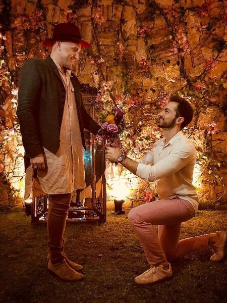 Paulo Gustavo e Thales Bretas renovam votos durante casamento de Isis Valverde e André Resende - Reprodução/Instagram/thalesbretas