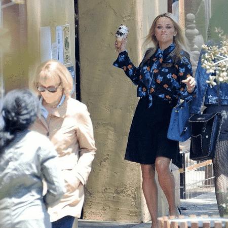 Reese Whinterspoon foi flagrada jogando sorvete em Meryl Streep em gravações de Big Little Lies - Reprodução/Twitter