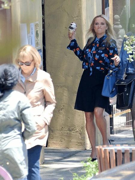 Reese Whinterspoon joga sorvete em Meryl Streep - Reprodução/Twitter