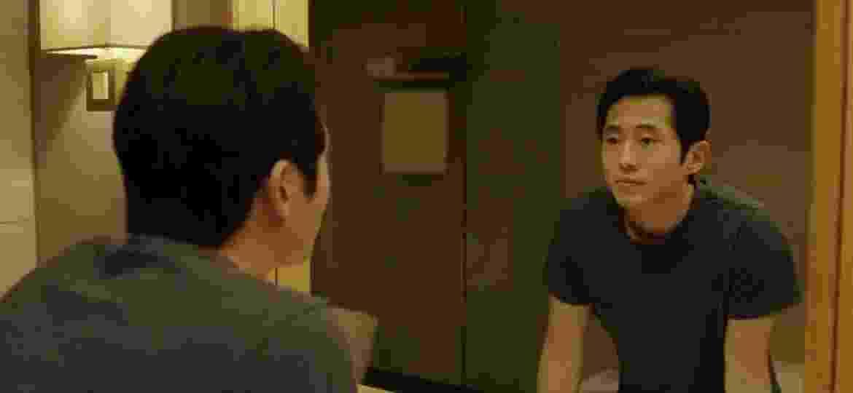 """Steven Yeun em cena de """"Burning"""" - Reprodução/Youtube"""