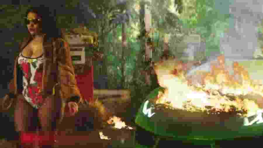 Em novo clipe, Nicki Minaj bota fogo em Lamborghini - Reprodução