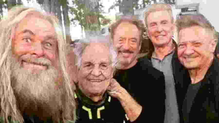Os Vingadores ficaram velhinhos em montagem de Jeremy Renner - Reprodução/Twitter