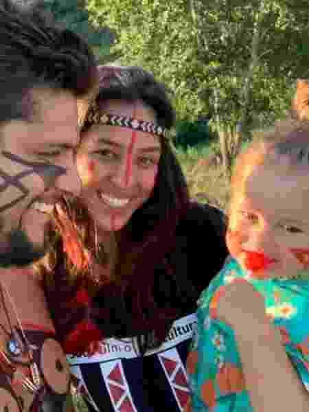 Bruno Gissoni, Yanna Lavigne e Madalena em aldeia indígena - Reprodução/Instagram