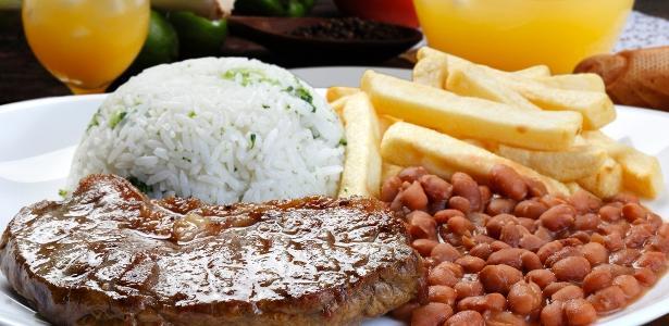 Arroz, feijão, bife, batata e ovo | Com alta do preço, prato feito pesa mais no bolso do brasileiro