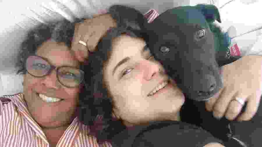 Sandra de Sá com a mulher Simone Floresta aproveitam domingo com cachorro Mussum - Reprodução/Instagram