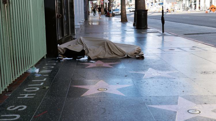 Na famosa Calçada da Fama, em Los Angeles, o lado menos glamouroso de Hollywood - Stelsone/iStock