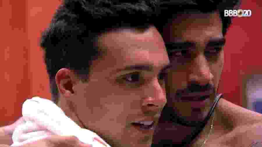 Guilherme chora abraçado a Petrix - Reprodução/Globoplay