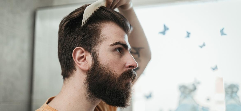 Isolados em casa, muitos homens repensaram o visual e estão tentando deixar os cabelos crescerem - Getty Images/iStockphoto