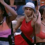BBB 21: Camilla de Lucas, Kerline e Thaís conversam na piscina - Reprodução / Globoplay
