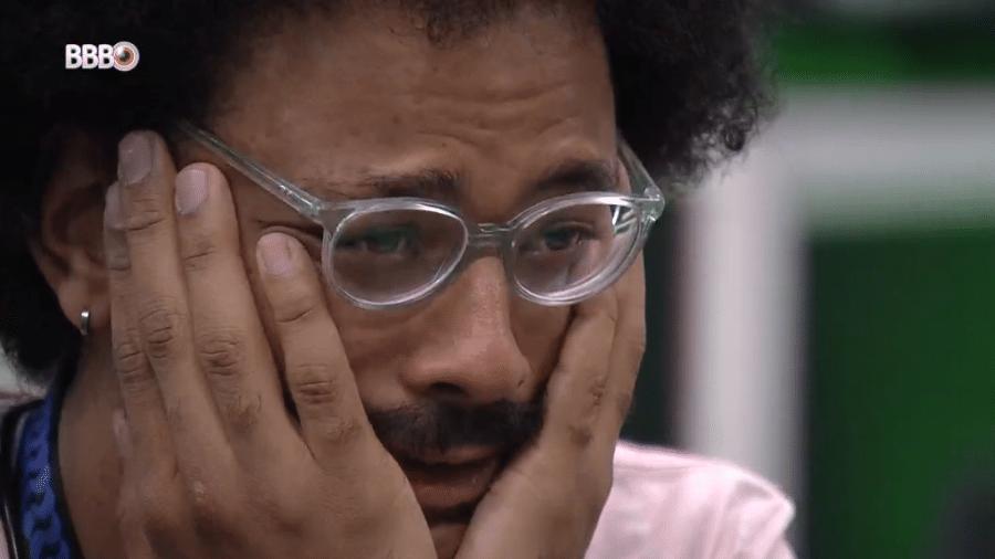 BBB 21: João se emociona ao ver família do vídeo do anjo  - Reprodução/Globoplay