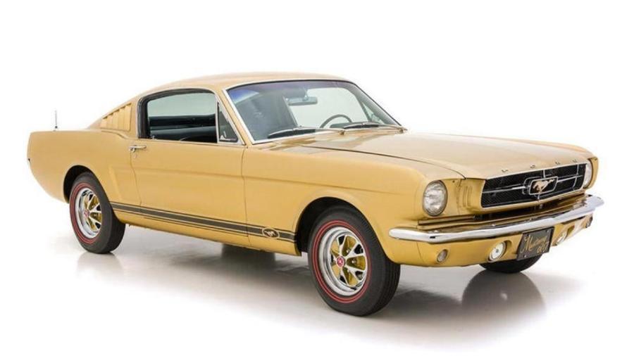 """Ford Mustang Golden feito para """"007 contra Goldfinger""""  - Divulgação"""