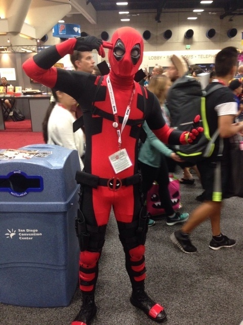 12.jul.2015 - Cosplayer de Deadpool posa para fotos na Comic-Con de San Diego